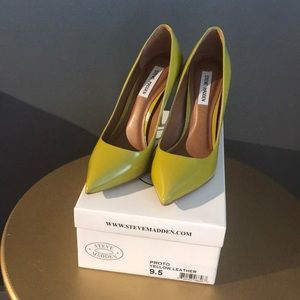 Steve Madden yellow green leather pumps sz. 9.5